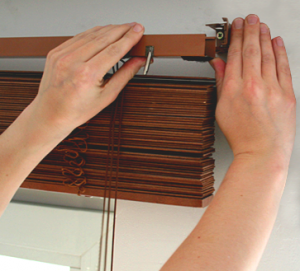 03_instruction_installing_sunblinds1-300x271