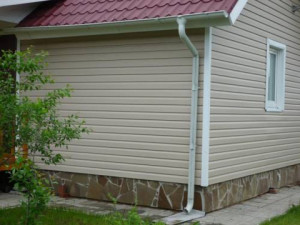 vinyl-siding-with-his-own-hands